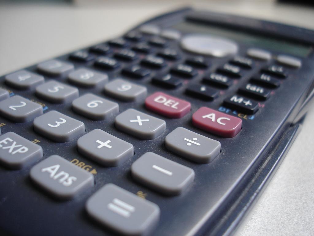 2285484804_522955663d_b_calculator